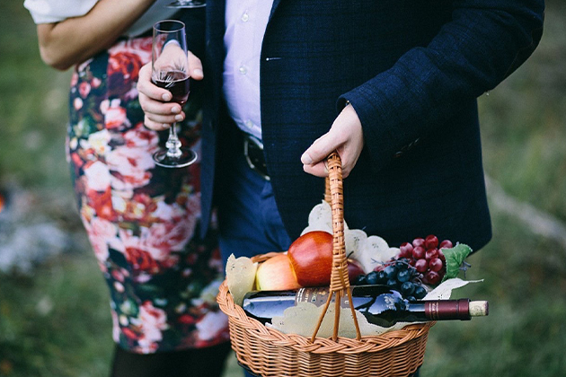 Promo-Tile-Couple-Date-Wine-Cheese-Picnic-Utopian