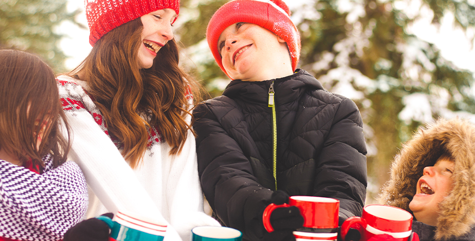 Blog-Full-Width-Image-960w-Holiday-Travel-Kids-Hot-Cocoa-Winter-Park-City-Utopian