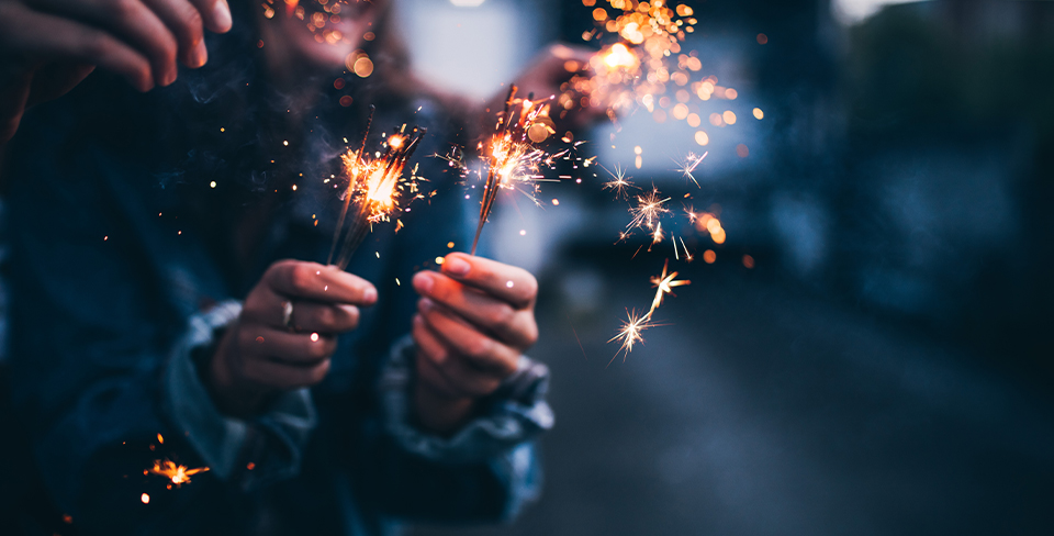 Blog-Full-Width-Image-960w-New-Year's-Holiday-Travel-Sparklers-Fireworks-Utopian