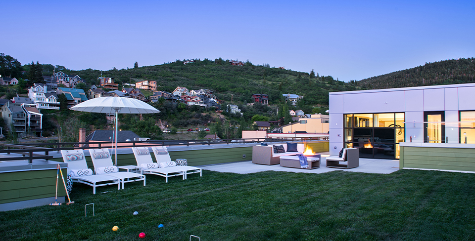 Old Town Park City penthouse with a rooftop yard.