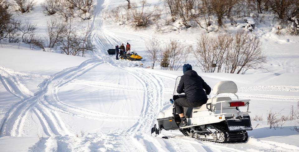 Blog-Full-Width-Image-960w-Snowmobile-Snow-Winter in Lake Tahoe